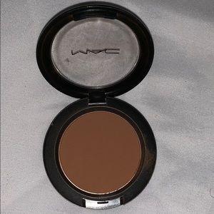 Mac blush in blunt